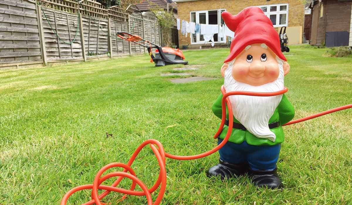 East Yorkshire Electrical - Electrician in Hull - Garden Lighting